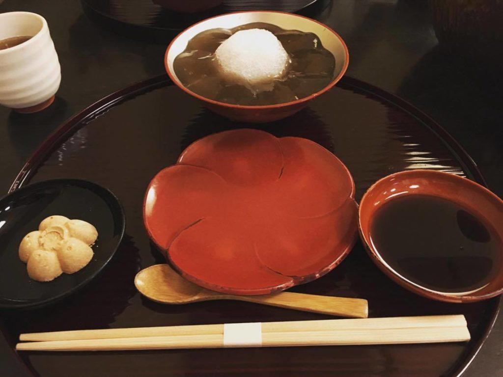 徳屋 四条の花見小道にある極上のわらび餅 京都に行ったらこれは食べねば!